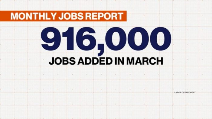 US Economy in Growth Mode as Employers Add 916,000 Jobs in March